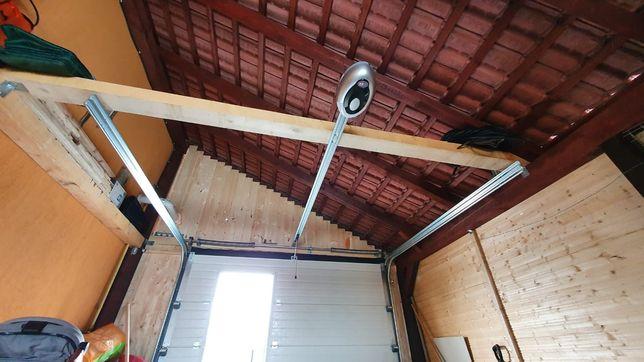 Usa de garaj rezidentiala cu inchidere la telecomanda