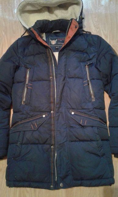 Зимняя куртка (бренд) на подростка 12-14 лет.