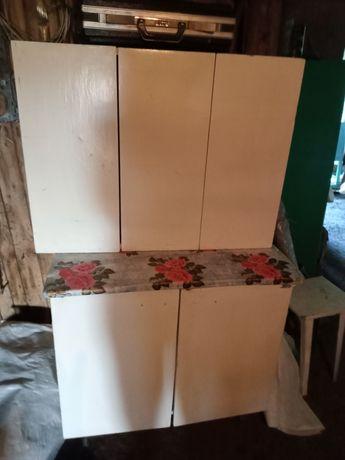 Продам кухонный стол +два шкафа навесных