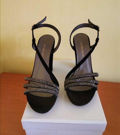 Дамски сандали с дебел ток