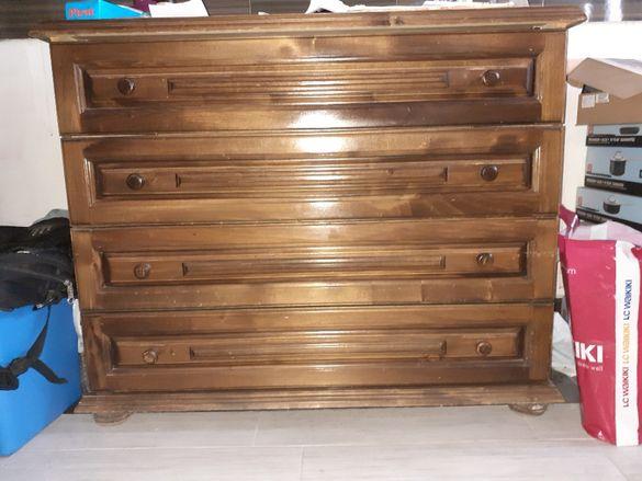 Продавам дървен скрин