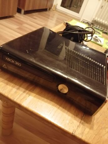 De vanzare Xbox 360 plus jocuri