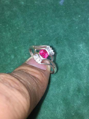 Inel de argint cu rubin si diamante