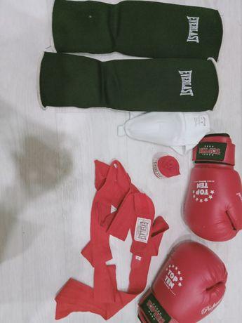 Продам боксерский перчатки,бинты,футы,бандаш.Цена 8000