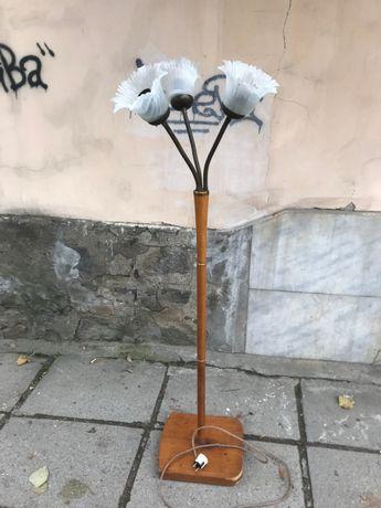 винтидж настолна лампа и закачалка