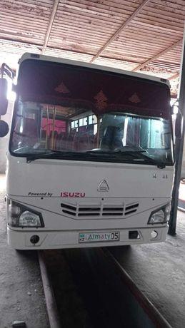 Продаем автобус Isuzu NP21 2018 года