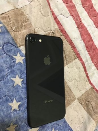 Продам айфон 8 64 гб
