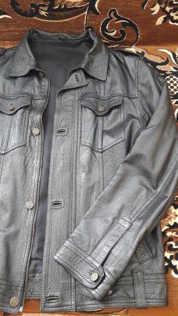 Продава черно мъжко кожено яке