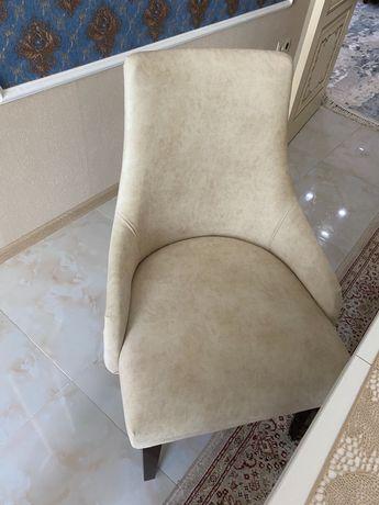 Стулья-кресла беж
