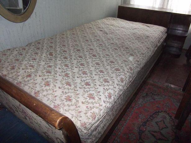 Vând Mobilă diversă din lemn masiv curbat și accesorii pentru dormitor