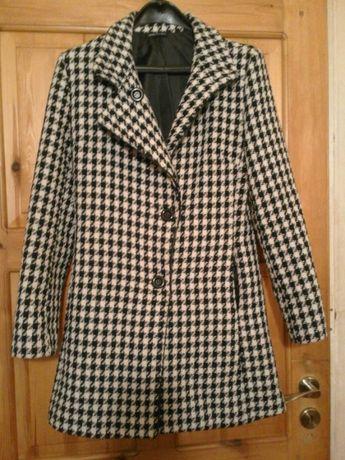Елегантно дамско палто.