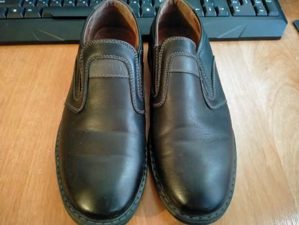 Продаю  подростковые туфли