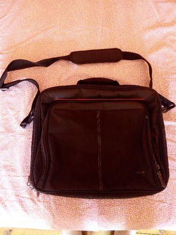 Продавам чанта за лаптоп