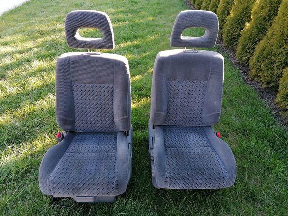 Предни седалки за Honda CRV 1999г
