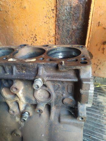 Блок двигателя Ауди 80 Б4