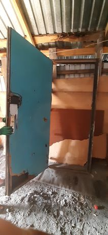 Продам дверь железная можно на входную дверь не утеплённые