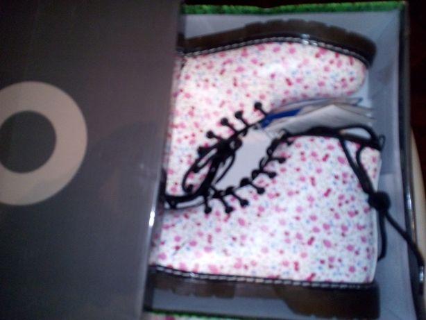 белые Ботинки цветные в цветочек искусственная кожа 37-38р девочке