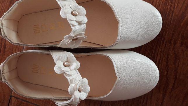 Pantofi fetite de culoare alba