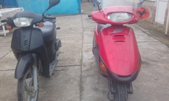 Vand doua scutere