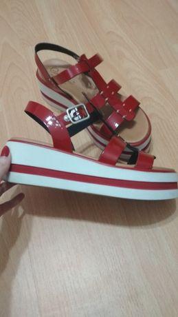 Sandale rosii cu platforma