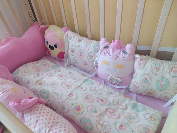 Бортику в детскую кроватку в отличном состоянии