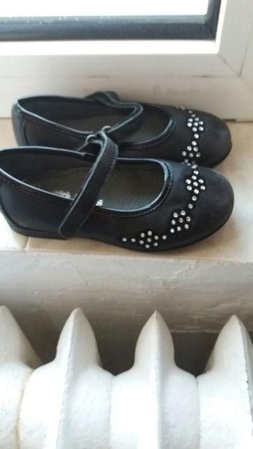 Vând pantofi fetiță, Melania