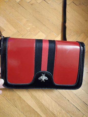 НОВА малка дамска чантичка в черно и червено