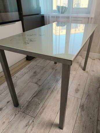 Стеклянный кухонный стол 6 стульев