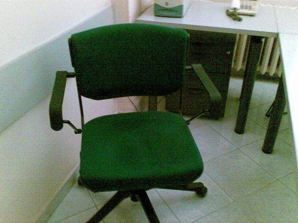 Работен стол на колелца
