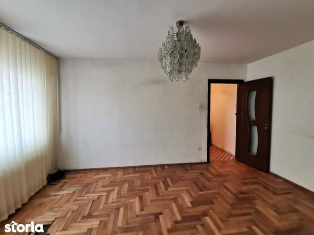Apartament 3 camere, izolat, langa Cora
