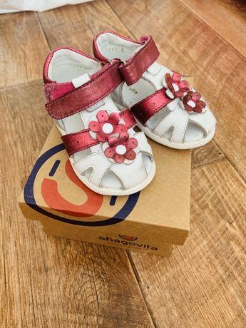 Продам сандалики Шаговита