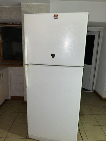 Продаю срочно холодильник