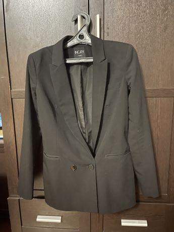 Черный пиджак (блейзер)