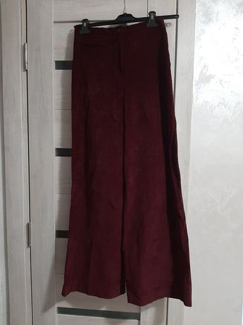 Pantaloni din catifea evazati