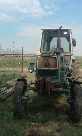 Продам трактор.     .