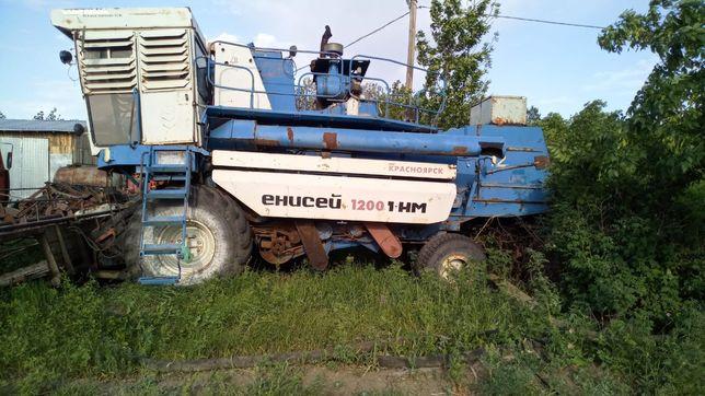 Продам зерноуборочный комбайн