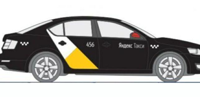Наклейка яндекс такси на тёмный автомобиль
