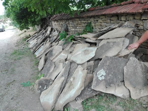 Каменни плочи