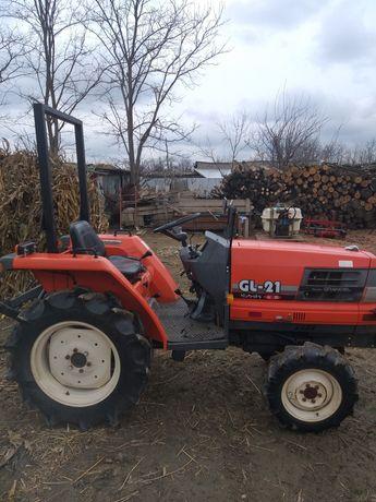 Vând tractoraș japonez kubota GL 21 cu  freză