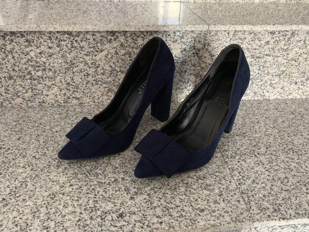 Vând pantofi bleu imitatie piele întoarsă !