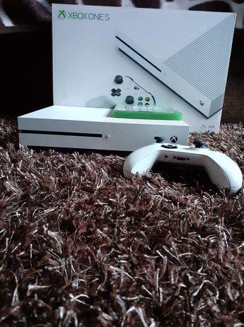 Vând Xbox One S.
