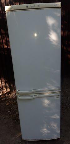 Продам холодильник Самсунг в хорошем рабочем состоянии