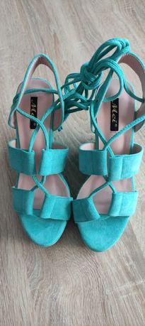Елегантни летни сандали на платформа