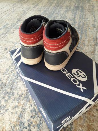 Фирменная обувь GEOX,27размер, носили пару раз.ботинки отличного качес