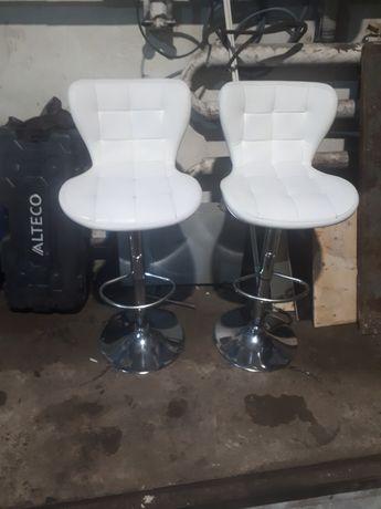 Продам стулья белые