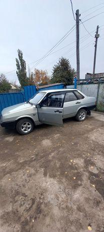 Продаю машину Лада 99