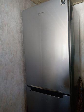 Хладилник самсунг