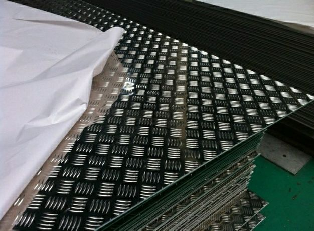 Tabla striata de aluminiu