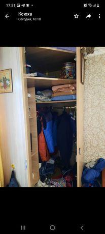Продам угловой шкаф в идеальном состояние высота 2.20 глубина 80×80