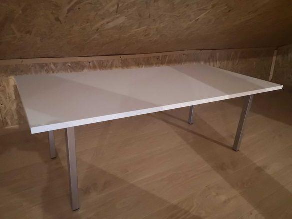 Холна/помощна бяла маса с метални кракa